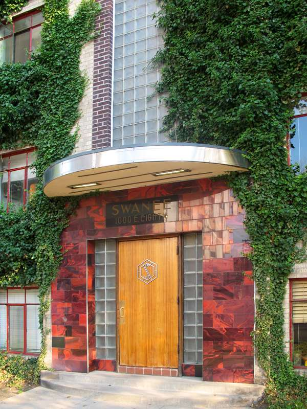tn_swanee-art-deco-entranceway