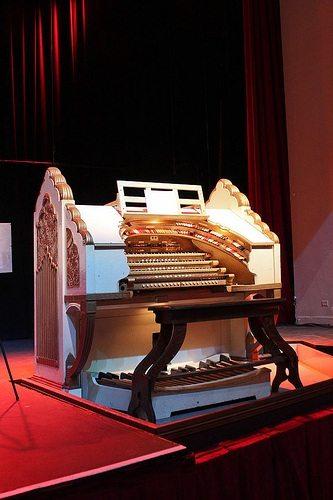 wurlitzer-organ-2